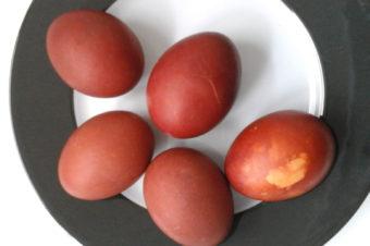 Naturalny ekologiczny barwnik do jajek na Wielkanoc – tutorial